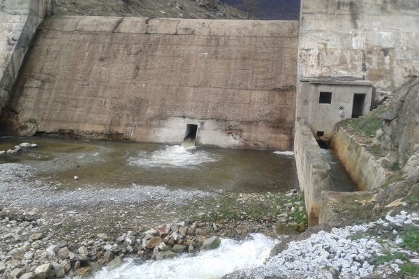 robledo-de-chavela-dam_during-gate-opening-web
