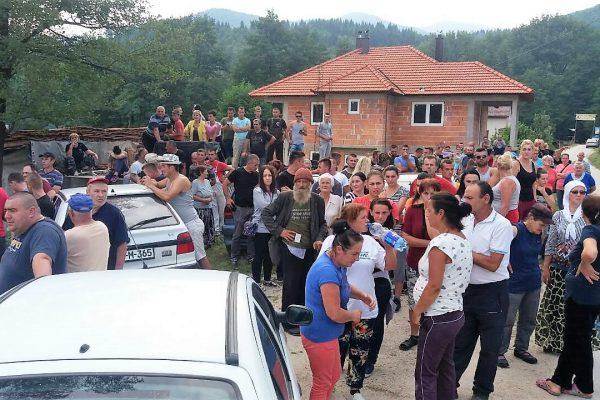 2. Street blockade(c) Abaz Dželilović