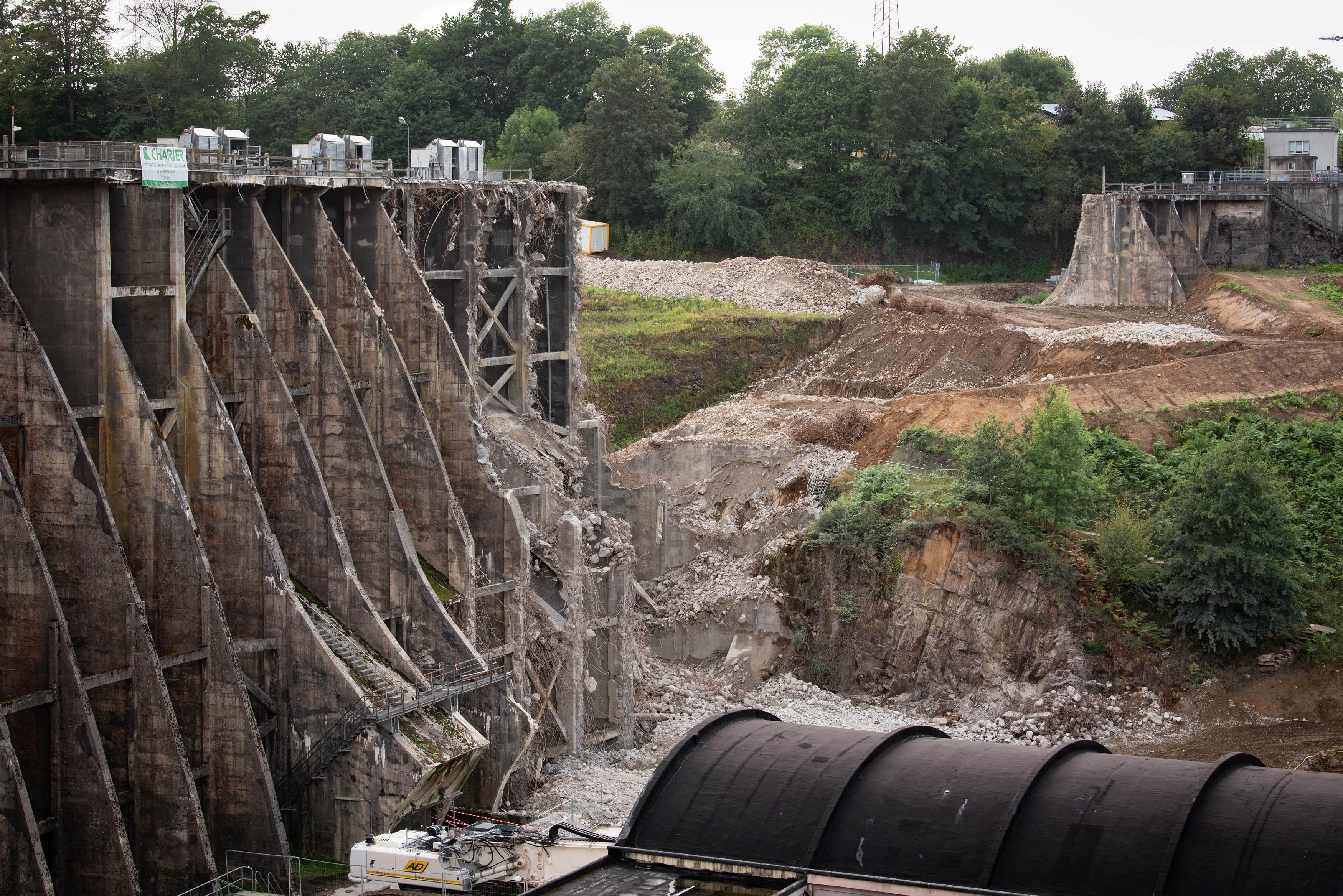 UPDATE: Vezins Dam nearly halfway removed!